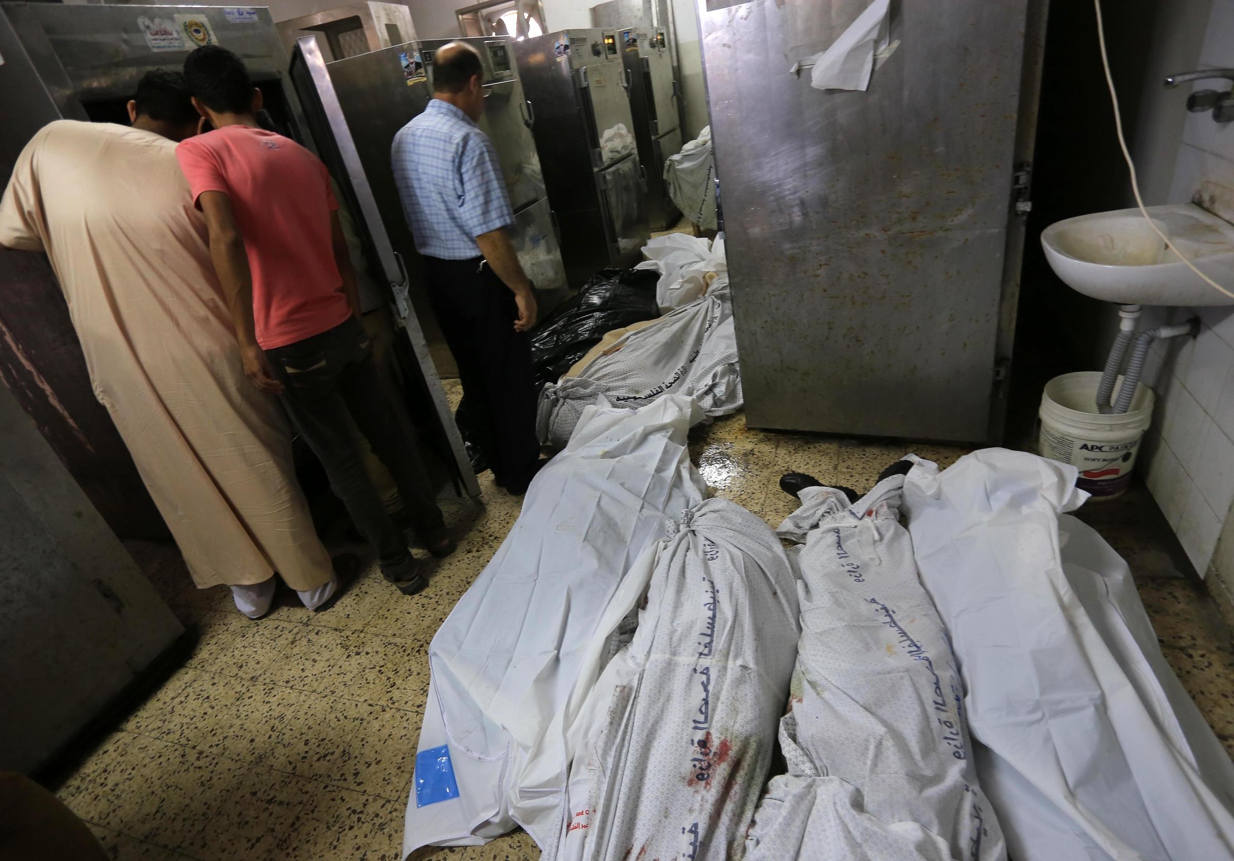 massacre in shujaiya  dozens killed as israel shells