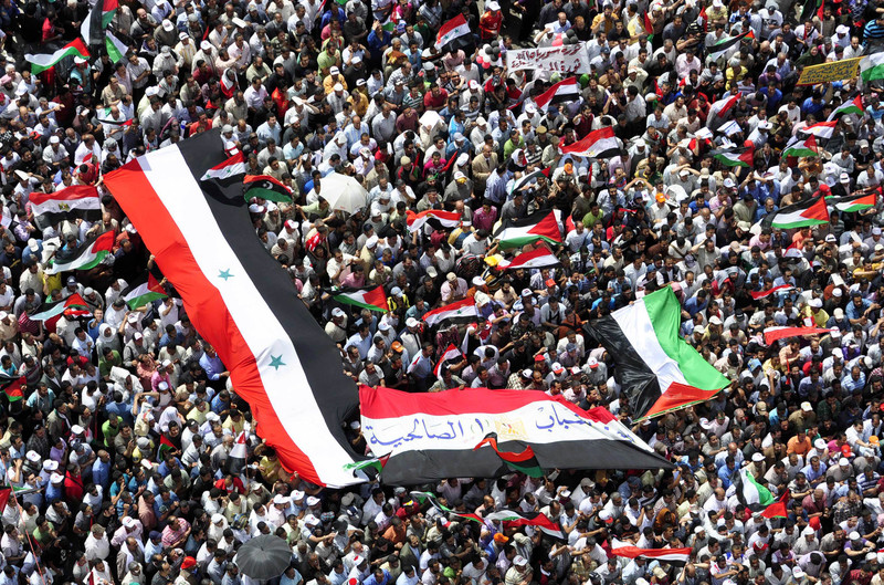 Massive crowd hold Palestinian and Egyptian flags