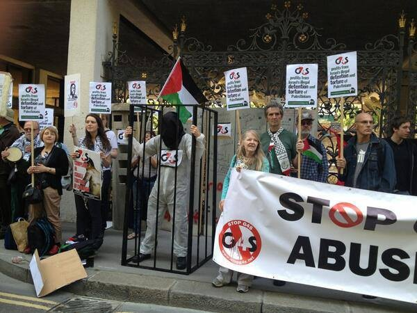 Protesters outside the G4S Annual General Meeting in London. (Palestine Solidarity Campaign)