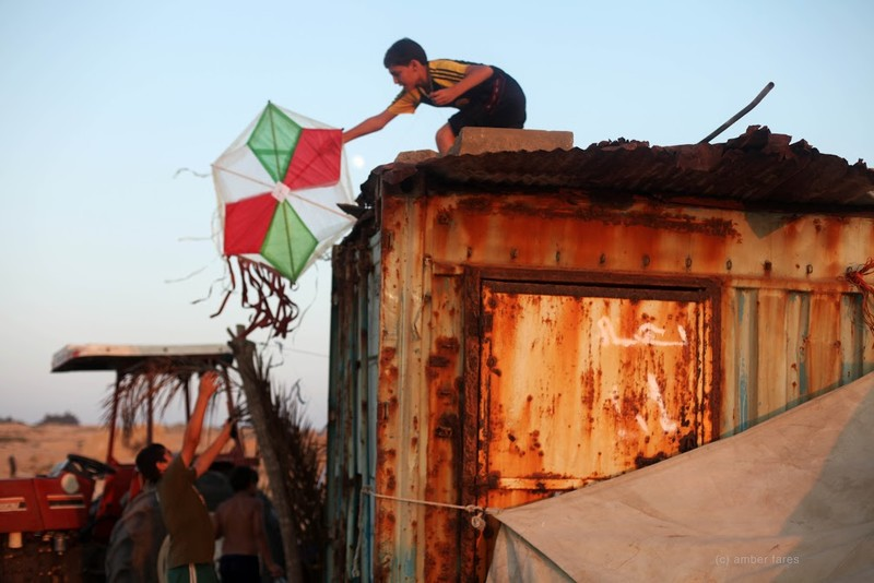 Musa, one Flying Paper's main characters, rescuing a kite.