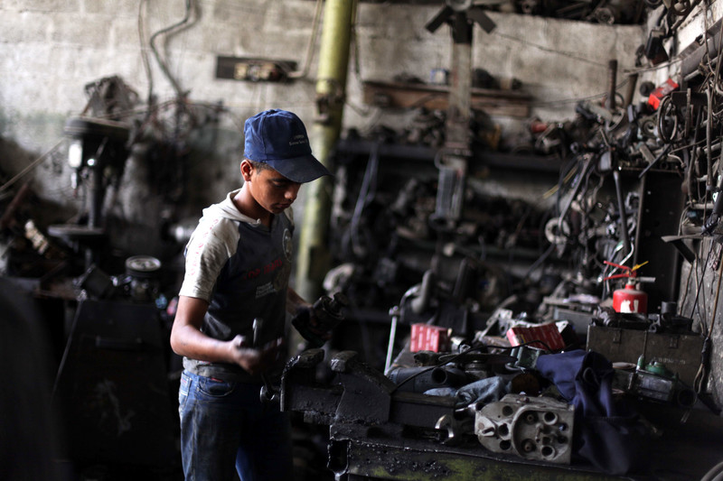 Israel's bombs and blockade cause child labor to rise in Gaza | The