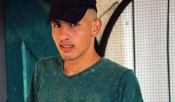 Young man wears T-shirt and baseball cap