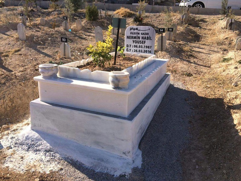 Photo of grave and headstone