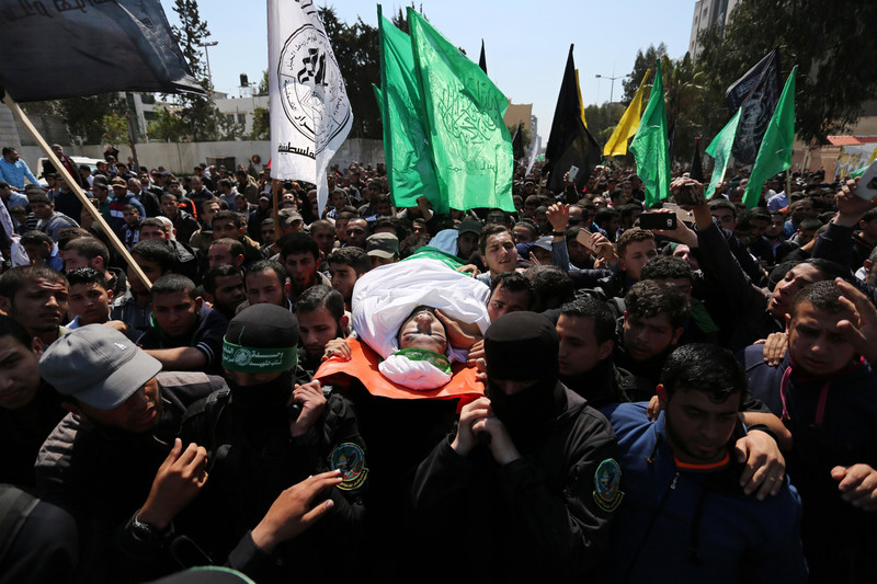 Photo shows Mazen al-Faqaha's body being carried through massive crowd