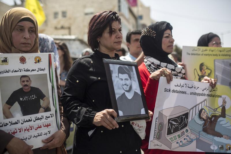 Israeli threats fail to end detainees' boycott of military courts