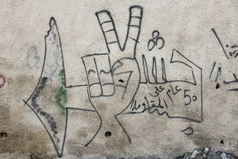A mural in Izzawiyeh showing a hand giving the victory sign.