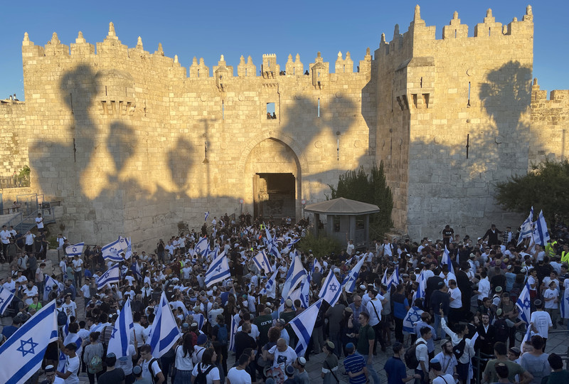 A large group of flag-carrying Israelis gathers outside Damascus gate