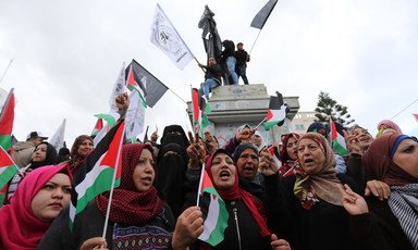 Crowd of women holding Palestinian flags and signs
