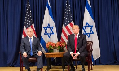 Photo shows Benjamin Netanyahu and Donald Trump sitting in front of American and Israeli flags