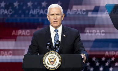 Man speaks at podium with AIPAC background